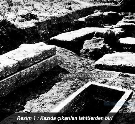 Kazıda çıkarılan lahitlerden biri
