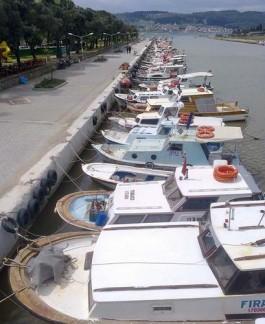 Sarıçay'da Yer Alan Balıkçı Tekneleri