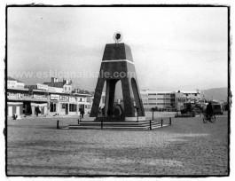 Çanakkale'de 1970'li Yıllarda Cumhuriyet Meydanı Civarındaki Anıt