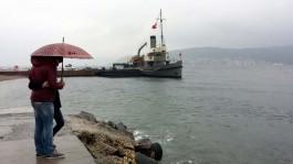 Yağmurlu bir Günde Nusret Mayın Gemisinin Görüntüsü