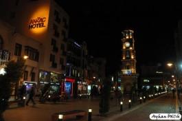 Çanakkale Saat Kulesi'nin Gece Görünümü