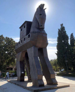 Troia Antik Kenti Girişindeki Tahta At