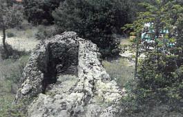 Bayramiç'te Tarihi Kaya Mezarı Bulundu