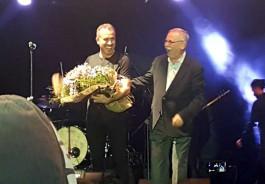 Konser Gelirini Yeni Zelanda'da Hayatını Kaybeden Müslümanlara Bağışladı
