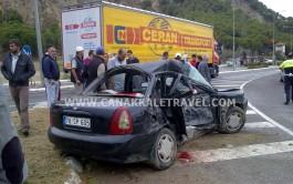 Eceabat'ta Tur Otobüsü Otomobil İle Çarpştı