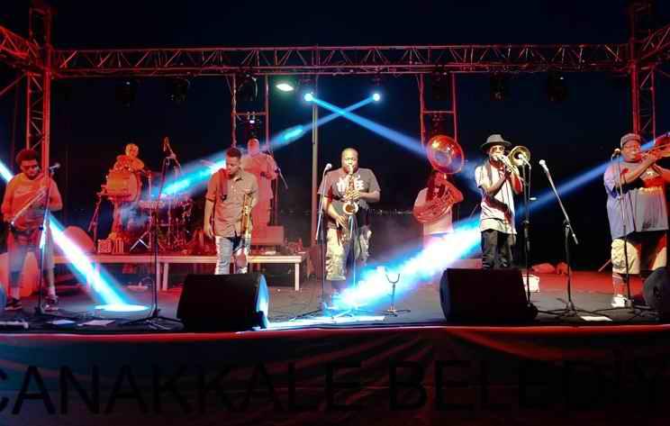 Ünlü Caz Grubu The Soul Rebels Çanakkalelileri Coşturdu