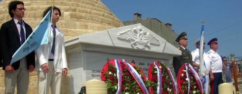 Rus Anıtında Duygusal Tören