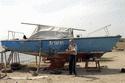 Ukraynalı Profesör Kayalıklara Çarparak Parçalanan Yelkenlisini Tamir Etmek İçin Uğraşıyor