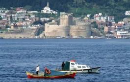 Kilitbahir Kalesi ve Balıkçı Tekneleri