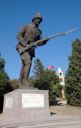 57. Alay Şehitliği ve Yanındaki Anıt