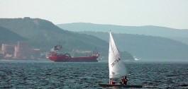 Kilitbahir Kalesi ve Çanakkale Boğazı'dan Geçen Gemiler