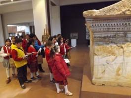 Çanakkale Arkeoloji Müzesini Gezen Öğrenciler