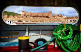 Bozcaada Kalesi'ne Feribottan Bakış
