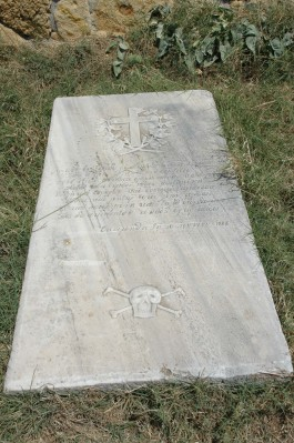 Bozcaada Kalesi'nde Yer Alan Korsanlara Ait Mezar Taşları