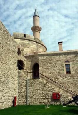 Çimenlik Kalesi İçindeki Tarihi Camii