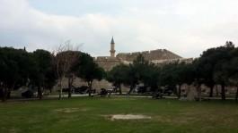 Çimenlik Kalesi ve Giriş Kısmındaki Tarihi Toplar