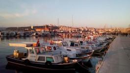 Kordon Boyundaki Balıkçı Barınağındaki Tekneler