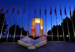 Çanakkale Şehitler Abidesi'nin Gece Görünümü
