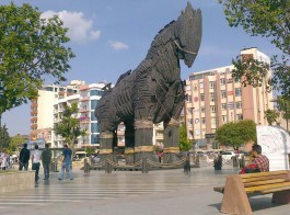 Çanakkale'de Kordon Boyundaki 'Troy Atı'