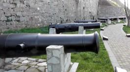 Çimenlik Kalesi Girişindeki Tarihi Toplar
