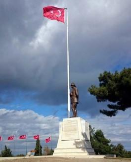 Conkbayırı'ndaki Atatürk Anıtı