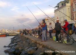 Kordon Boyunda Balık Tutanlar