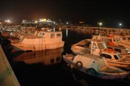 Gece Görüntüsü ile Çanakkale Kordon Boyundaki Balıkçı Tekneleri