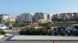 Sarıçay Üzerindeki Yeni Yaya Köprüsü ve Cuma Pazarı Girişi