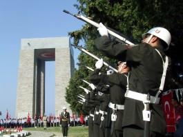 Çanakkale Şehitler Abidesi'nde Düzenlenen Bir Tören