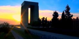 Çanakkale Şehitler Abidesi'nin Gün Batımındaki Görünümü