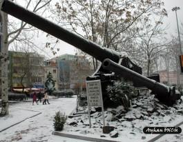 Çanakkale Cumhuriyet Meydanında Yer Alan Tarihi Top