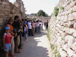 Troia Antik Kentini Gezen Yerli ve Yabancı Turistler