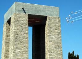 Çanakkale Şehitler Abidesi'nin  Üzerinden Geçen Türk Yıldızları Uçakları