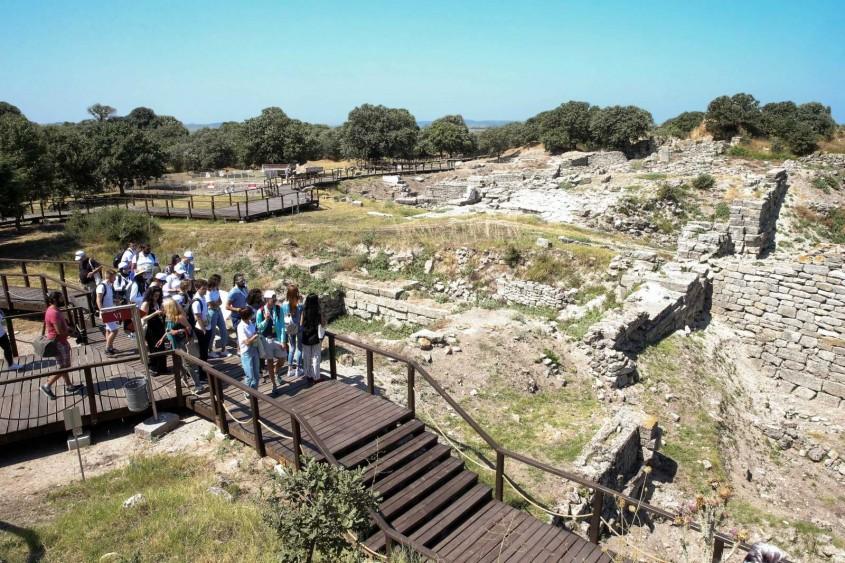 """""""Arkeoloji Yaz Okulu""""nun İlk Etabı Çanakkale'den Başladı"""