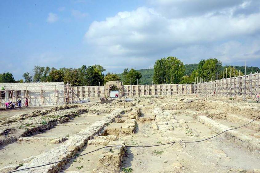 Tarihi Bigalı Kalesi'nin Restorasyonu Sürüyor