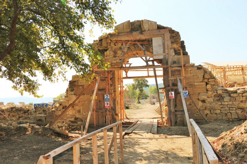 197 Yıllık Tarihi Bigalı Kalesi'nin Restorasyonu Sürüyor