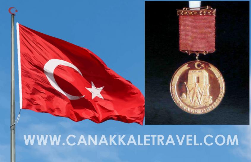 Bu Altın Madalya Çanakkale'de 24 Yıldır Bayrağa Toka Ediliyor