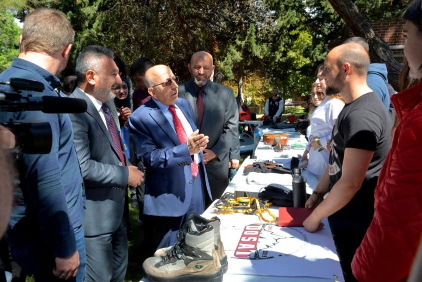 ÇOMÜ'de Gençlik Festivali ve Kariyer Fuarı Açılışı Yapıldı