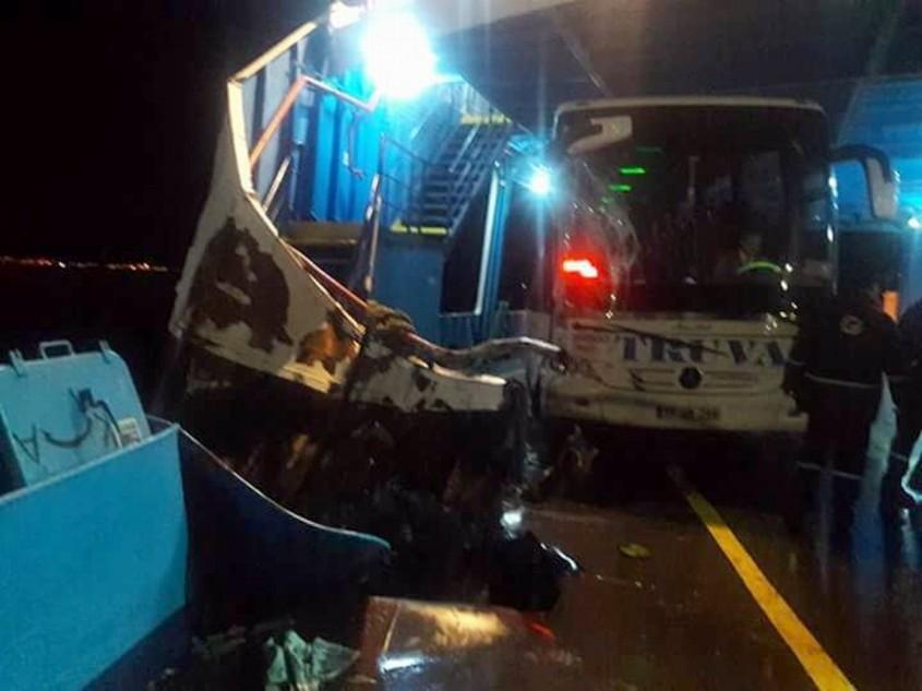 Çanakkale'de Arabalı Vapur Yük Gemisi İle Çarpıştı