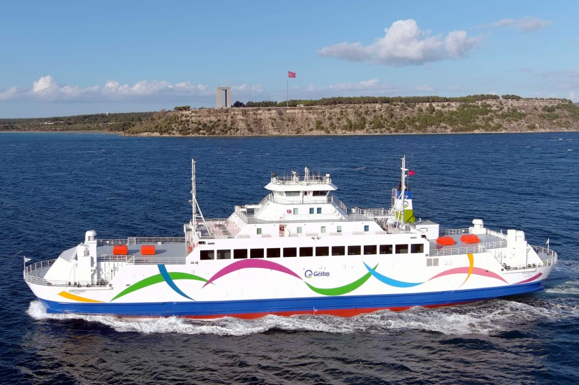 """""""Gökçeada-1"""" Gemisi Yeni Renkleriyle Yeniden Çanakkale'de"""