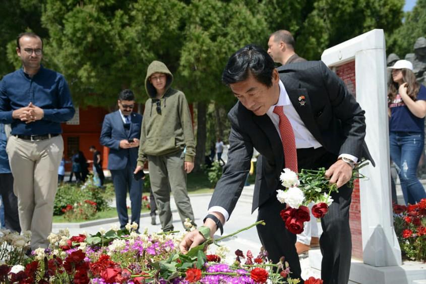 Japon Büyükelçi Akio Miyajima Şehitlikleri Gezdi