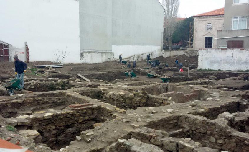 Tarihi Yerde Çanakkale Seramikleri İle Osmanlı Sikkeleri Bulundu