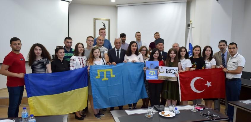 Kırım Tatar ve Ukraynalı Gençlerden Çanakkale Belediyesi'ne Ziyaret