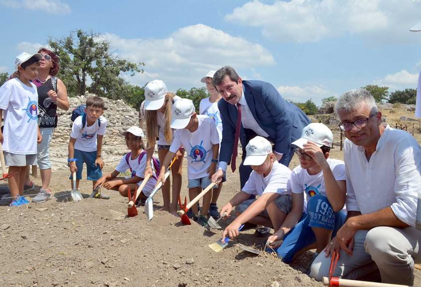 Minik Arkeologlar Görev Başında