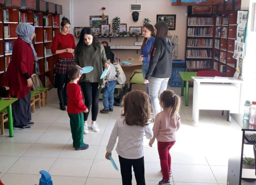 Çanakkale'de Minik Öğrenciler Kütüphaneye Alışıyor