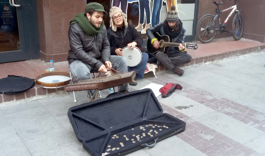 Çanakkale Sokaklarında Müzik Sesleri