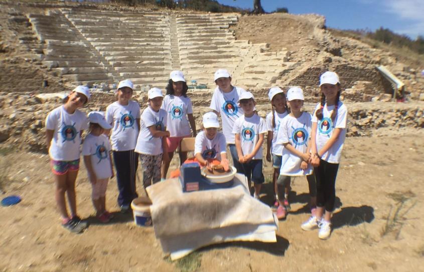 Çocuklar Antik Çağın Kiliyle Antik Kentte Seramik Yaptılar