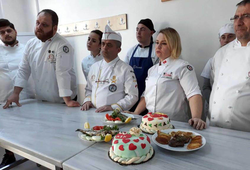 Öğrenciler Usta Öğreticilerle Pasta Yapıp Balık Pişirdiler