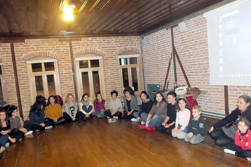 Şair Ece Ayhan Evi'nde Kontak Dans Atölyesi Deneyimi