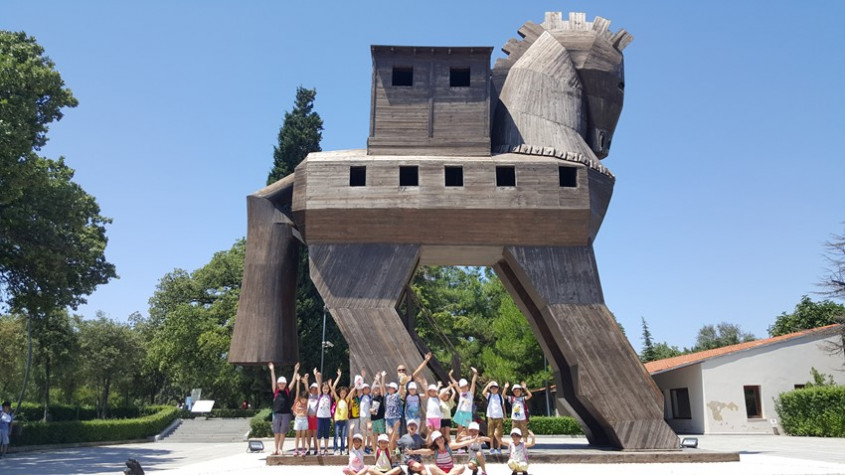 Çocuk Kültür Evi Üyeleri Troia'yı Gezdi